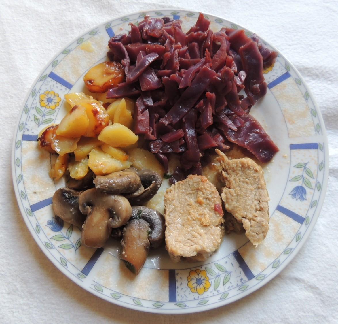 Filet mignon de porc au chou rouge