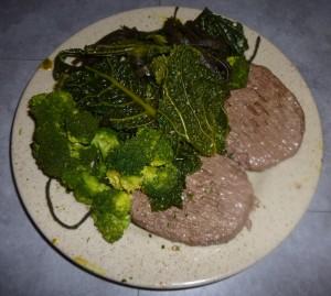 Steak haché avec légumes verts